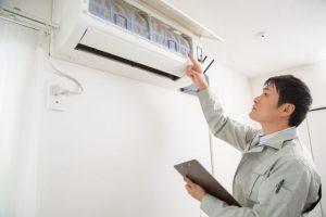 エアコンのフィルターは水洗いでOK!放置するデメリットとは